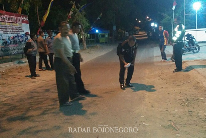 IDENTIFIKASI : Kepolisian Sedang Memeriksa Tempat Kejadian Perkara