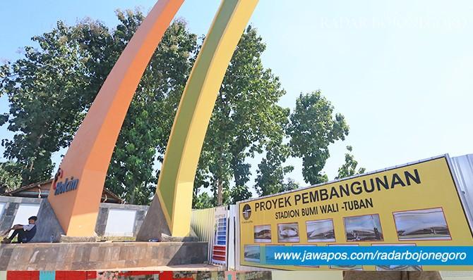 TANPA PELETAKAN BATU PERTAMA: Pembangunan Stadion Bumi Wali di kompleks Tuban Sport Center.