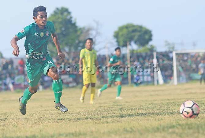 BERHALANGAN: Ahmad Muzakki Zam-Zam ketika memperkuat Persatu di Liga 3 Nasional. Pemain ini absen di laga 16 besar karena mengalami cedera engkel kanan.