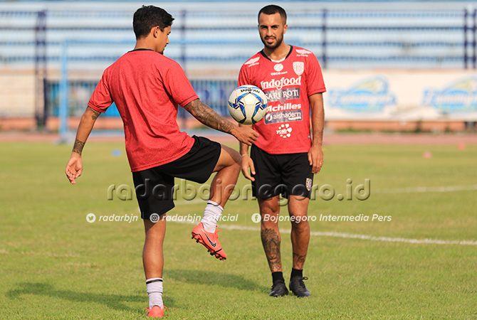 LEG PERTAMA JADI CADANGAN: Gelandang serang Bali United, Irfan Bachdim.