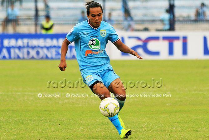 BISA MAIN: Samsul Arifin dipastikan bisa diturunkan pada laga di Stadion Surajaya nanti (31/3).