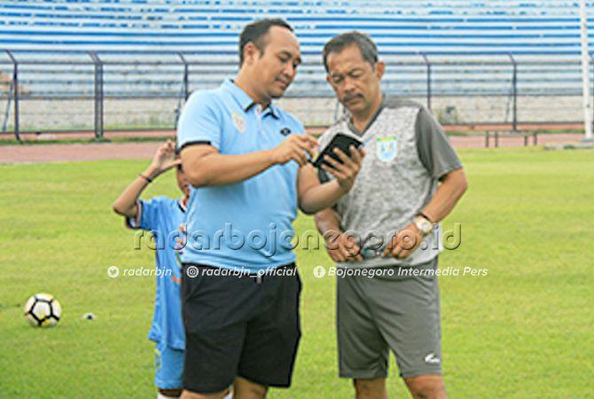 IKHLAS: Pelatih Persela Lamongan Aji Santoso menanggapi santai kabar kepergian M Fahmi Al-Ayyubi ke Bali United.