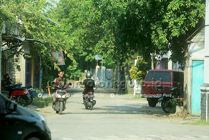 SEPI: Kawasan jalur kereta api di perkotaan yang telah lama mati. DPRD Bojonegoro menyatakan menolak untuk diaktifkan kembali.