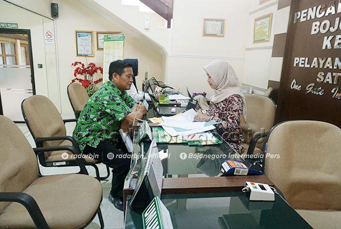 MULAI RAMAI: Kantor Pengadilan Negeri (PN) Bojonegoro mulai ramai jelang pemilihan kepala desa.