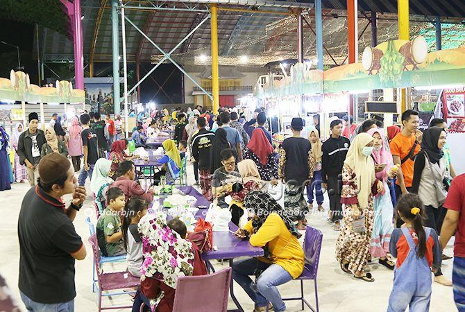 LARIS MANIS: Stand yang berada di kawasan GoFun banyak menyediakan berbagai macam makanan dan lainnya.