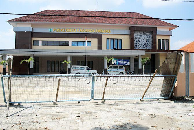 MASIH DIKEBUT: Pembangunan Puskesmas Karangkembang, Babat yang merampungkan bagian depan.