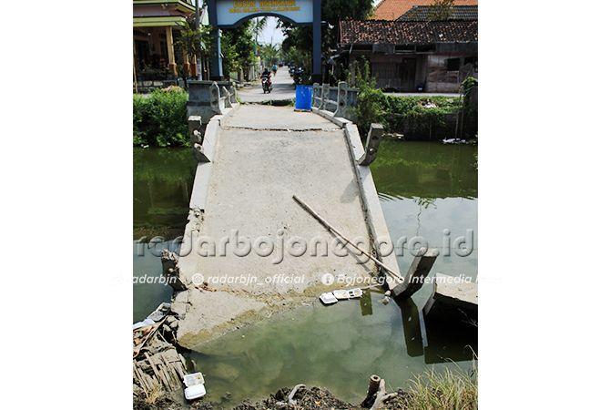 BELUM TERSENTUH: Jembatan Ngangkrik di Desa Balun Kecamatan Turi yang roboh sejak akhir tahun 2017 yang lalu hingga kini belum tersentuh pembangunan. Padahal jembatan ini satu satunya akses untuk masuk ke dusun Ngangkrik.