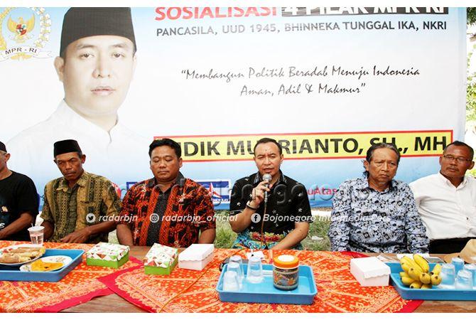 RAJUT SILATURAHMI: Didik Mukrianto, anggota MPR RI melakukan sosialisasi empat pilar MPR RI di Bojonegoro kemarin (18/6).