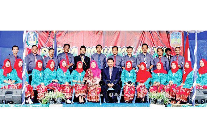 BERSINERGI: Kepala SMAN 1 Grabagan Muhammad Ma'ruf bersama dewan guru.