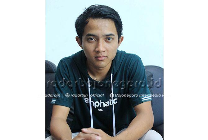 SUKSES DI USIA MUDA: Topan yang dikenal sebagai pemasok ayam di sejumlah pusat bisnis di Jawa Timur.