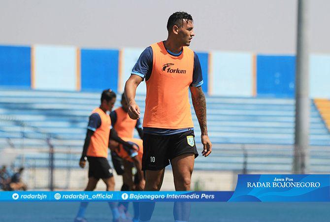 ADU TAJAM STRIKER ASING: Persela mengandalkan Alex dos Santos dan Persebaya bertumpu pada David da Silva untuk menjebol gawang pada laga derby Jatim di Stadion Surajaya Lamongan nanti sore.