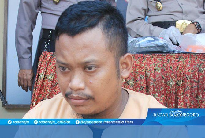 MENYESAL: Eko Budiono, pelaku penipuan yang mengaku orang dalam Pertamina.