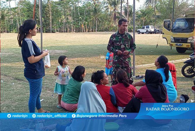Kapten Agus, Minta Emak-emak Jaga Kebersihan Lapangan Cinoreng