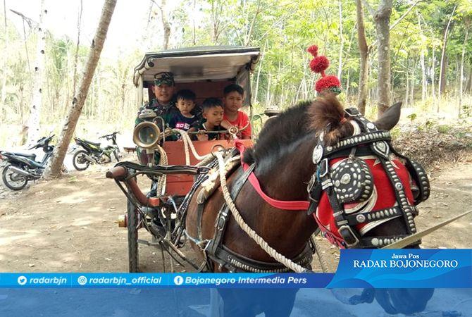 Naik Delman Bersama Serka Yatiman Di Lokasi Obwis Krama Cenil