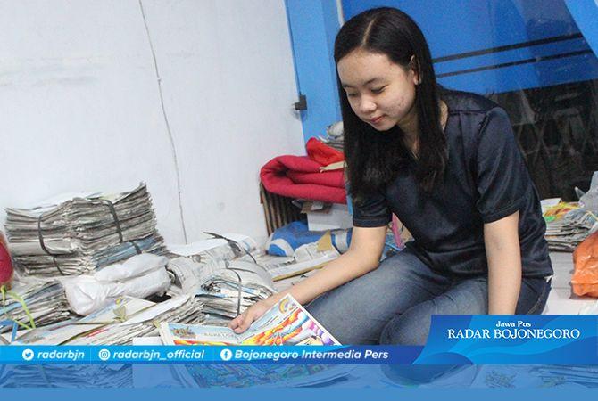 MULAI DINILAI: Karya anak – anak peserta lomba mewarnai, melengkapi, dan menggambar yang terkumpul di kantor Jawa Pos Radar Lamongan.