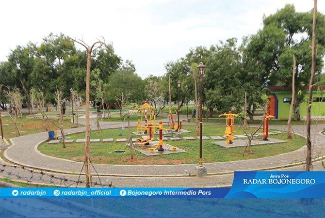 TENGAH KOTA: Taman Lokomotif berada di Jalan Teuku Umar. Taman ini berdiri di bekas lahan PT KAI.