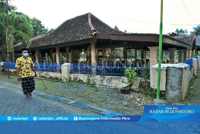 WISATA RELIGI: Kompleks makam di TPU Kelurahan Mojokampung, Kecamatan Kota. Kompleks ini terdapat makam para bupati dan keturunannya.