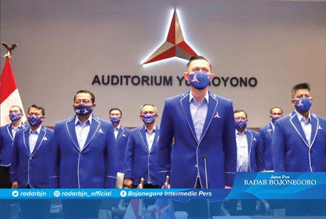 DEMOKRAT SOLID: Ketua Umum DPP Partai Demokrat Agus Harimurti Yudhoyono (AHY) bersama jajaran pengurus di Auditorium Yudhoyono.