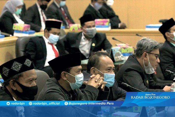 LEGISLATIF: Anggota DPRD saat sidang paripurna. Tunjangan perumahan anggota DPRD naik tipis.
