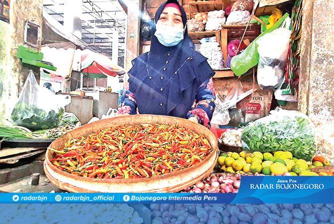 TOLAK PAJAK : Penjual Sembako di Pasar Sidoharjo berharap tak diberlakukan pajak bahan pokok.