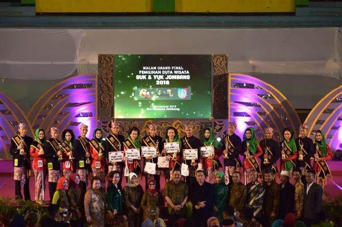 Seluruh peserta Guk Yuk Jombang 2018 foto bersama dengan Bupati Jombang, juri, dan undangan khusus
