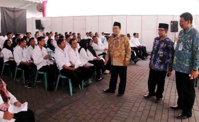 Sekretaris Daerah Kabupaten Jombang Ahmad Jazuli memantau pelaksanaan seleksi tes CPNS di Convention Hall Simpang Lima Gumul (SLG) Kediri.