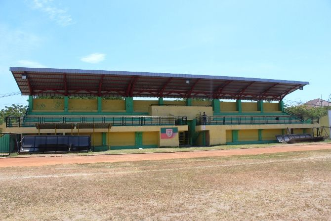 Tribun stadion Merdeka yang selama ini menjadi satu-satunya tempat duduk penonton