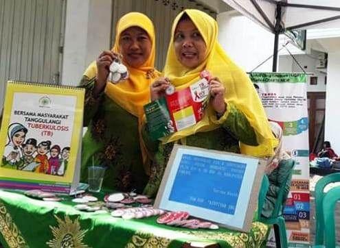 Kader TB Care Aisyiyah Jombang dalam kegiatan sosialisasi penyebaran TBC