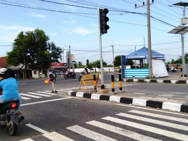 Traffic light di pintu masuk ringroad Mojoagung (timur) yang sudah padam