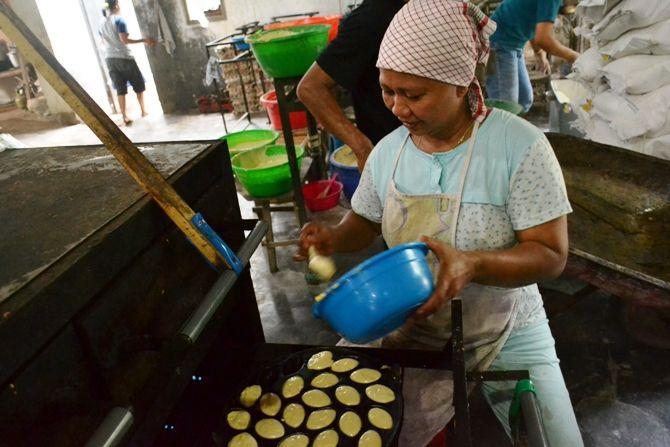 Proses produksi roti jadul bolu plemben
