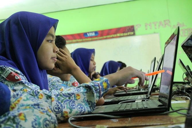 Pelaksanaan ujian berbasis komputer yang berlangsung di SMPN Kudu, Kabupaten Jombang