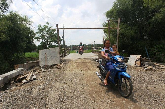 Kondisi jembatan di Desa Kedunglumpang, Kecamatan Mojoagung, yang tak selesai dibangun.