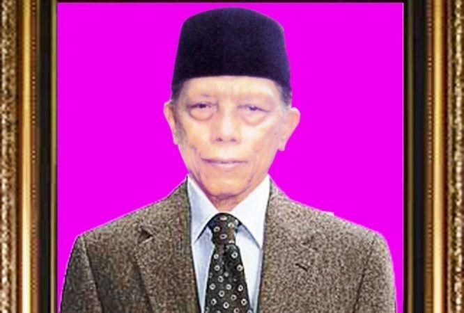 KH Muhammad As'ad Umar, pengasuh ke-7 Pondok Pesantren Darul Ulum.