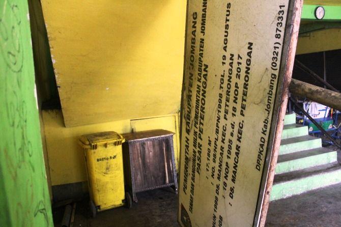 Papan yang berisi informasi tentang masa berlaku HGB Pasar Peterongan.