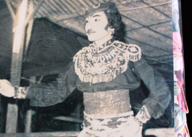 Foto pementasan tari Remo Jombangan yang dilakukan Ali Markasa semasa masih muda.