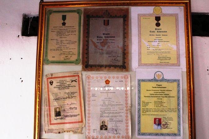 Deretan piagam penghargaan yang diterima Zefnath Ragainaga.