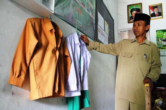 Ilustrasi; bantuan seragam untuk Madrasah Ibtidaiyah (MI) di Kabupaten Jombang