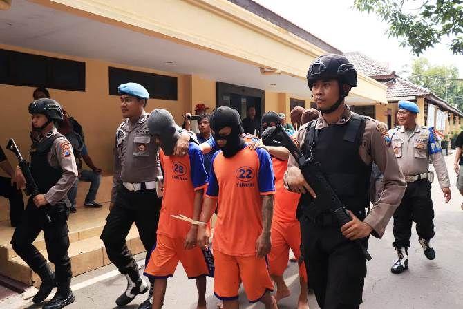 Ilustrasi; petugas Polres Jombang mengamankan sejumlah pelaku pengedar sabu-sabu