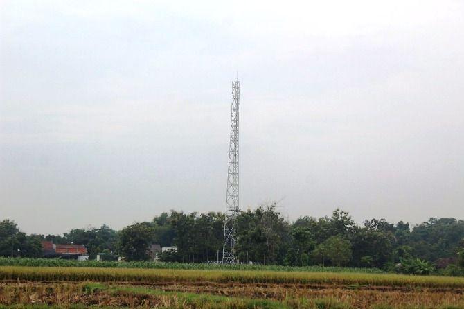 Tower baru yang masih proses pembangunan di Desa Grogol, Kecamatan Diwek.