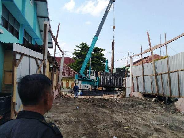 Proyek pembangunan gedung rawat inap Paviliun Mawar dan Kemuning senilai Rp 13,4 miliar di RSUD Jombang mulai berjalan.