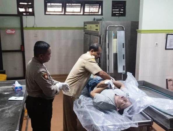 Korban saat berada di kamar jenazah RSUD Jombang.