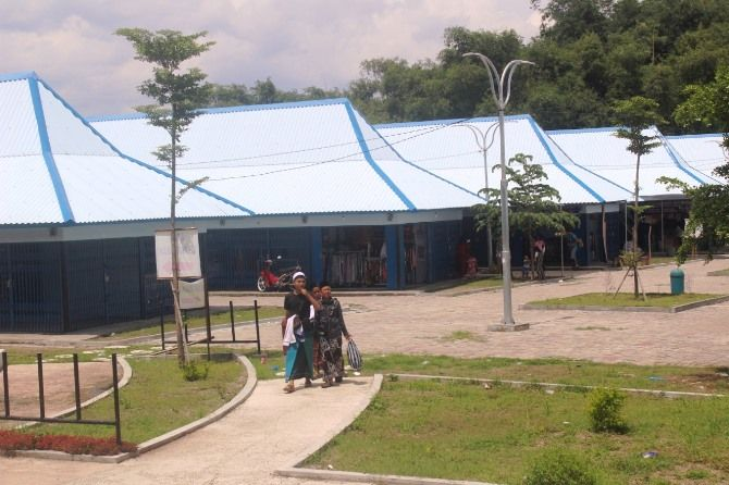 Kios baru di terminal makam Gus Dur.