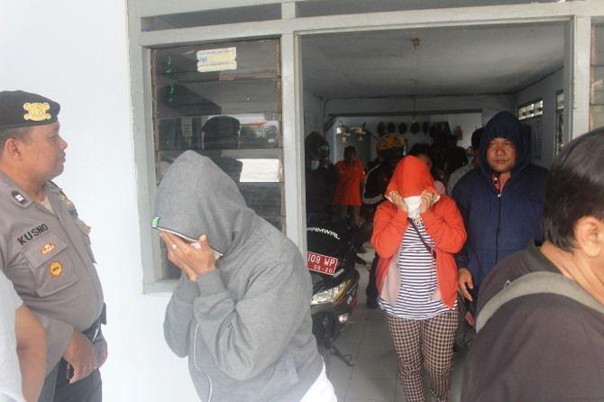 Sejumlah pasangan mesum yang terjaring razia Satpol PP Jombang.