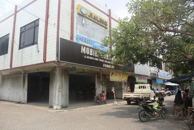 Ruko simpang tiga di Mojongapit