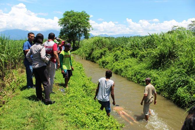 Supriono, 53, warga Desa Ngepeh, Kecamatan Ngoro, Kabupaten Jombang, kemarin (10/2) ditemukan tewas mengambang di sungai. Ia diduga terpeleset ke sungai, lalu terjatuh dan hanyut. Semasa hidup, korban diketahui memiliki riwayat penyakit stroke.