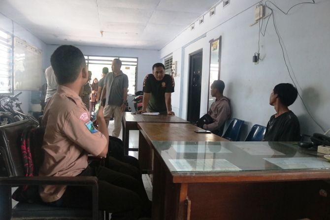 Enam pelajar salah satu sekolah di Jl Bupati R Soedirman Jombang yang hendak tawuran digaruk Satpol PP Jombang, kemarin (14/2).