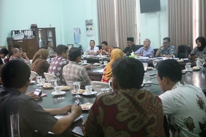 Hearing yang digelar perangkat Desa Mojowarno dengan Komisi A DPRD Jombang di gedung DPRD Jombang.