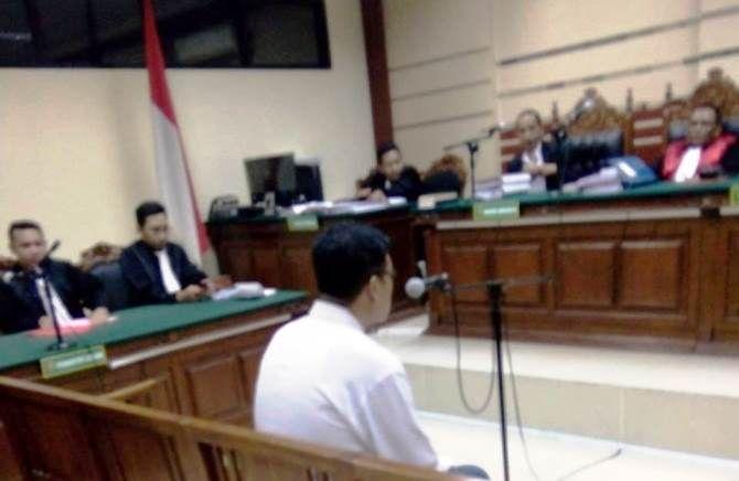 Pranajaya, mantan kades Dukuhmojo, menjalani sidang dalam kasus dugaan proyek fiktif Dana Desa 2018.