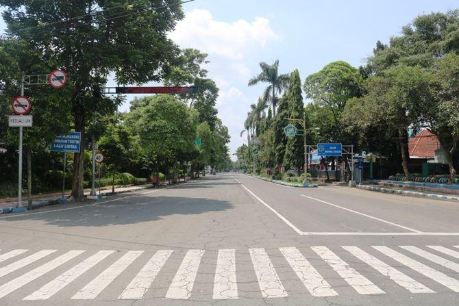 Jalan Wahid Hasyim yang sedianya akan diperbaiki Pemkab Jombang pada tahun ini, akhirnya batal menyusul adanya wabah Covid-19.
