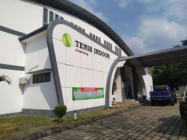 ILUSTRASI: Gedung tenis indoor yang menjadi tempat isolasi warga dengan hasil rapid test reaktif.